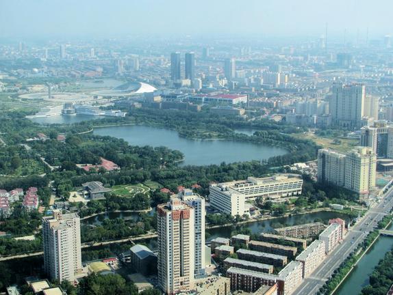 Courtesy of Blick vom Fernsehturm Richtung via de.wikipedia.org